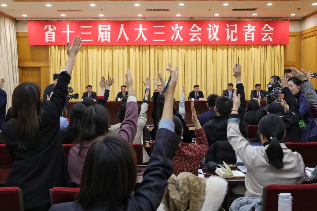 """为农民工代言 河南手机报成功""""抢麦""""记者会"""